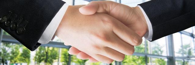 取引先と握手
